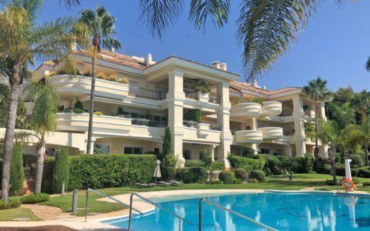 ARFA875 - Luxuswohnung zum Verkauf in Monte Castillo in Alto Reales in Marbella