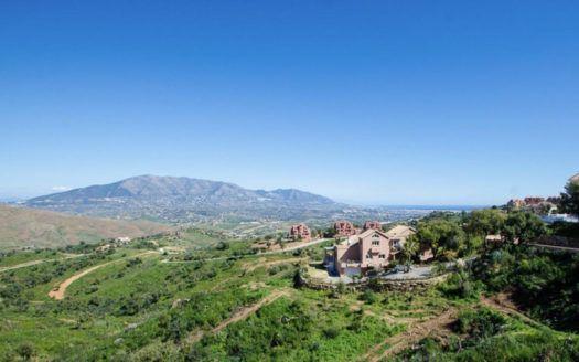 12 Baugrundstücke für Villen in La Mairena in Marbella zum Verkauf