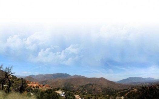 Schönes Baugrundstück für Villa in La Mairena in Marbella zum Verkauf