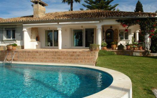 ARFV1817 - Andalusische Villa mit Meerblick zum Verkauf in Elviria in Marbella