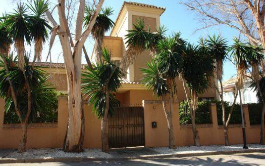 ARFV1930 - Strandvilla zum Verkauf in Real Zaragoza Urbanisation Eviria in Marbella