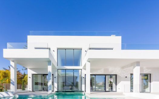 ARFV1955 - Moderne Villa zum Verkauf auf der Strandseite in Marbesa in Marbella