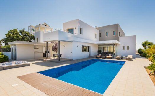 ARFV1996 - Moderne Villa zum Verkauf in La Mairena in Ojen