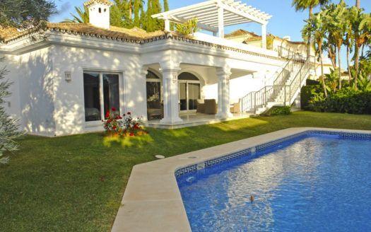 ARFV2043 - Ebenerdige moderne Villa zu verkaufen in der Sierra Blanca auf der Goldenen Meile von Marbella
