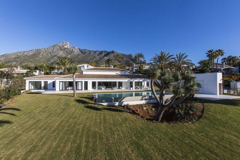 ARFV2052 - Elegante eingeschossige Villa in Urb. Rocio de Nagüeles in Marbella zum Verkauf