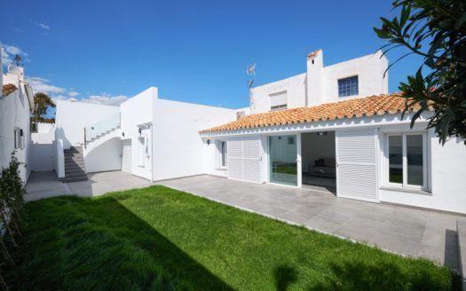 ARFTH153-297 - Zwei Bungalows mit gemeinsamem Privatgarten zu verkaufen in Estepona