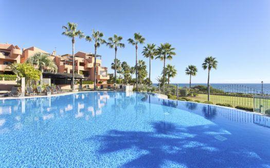 ARFA1298 - Fantastische Gartenwohnung in Strandlage zum Verkauf in Mar Azul in Estepona