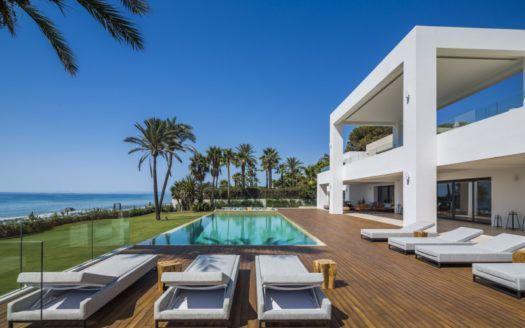 ARFV1867 - Modernes Villenanwesen zum Verkauf an der Neuen Goldenen Meile direkt am Strand