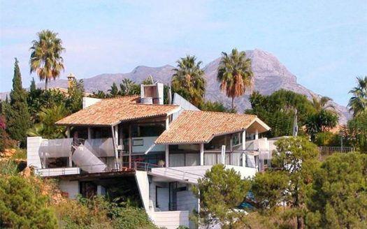 ARFV1261 - Exzentrische Villa zum Verkauf in La Quinta in Benahavis mit fantastischem Meerblick