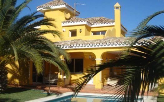 ARFV1296 - Herrliche Villa zum Verkauf in Los Naranjos Hill Club in Nueva Andalucia