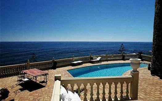ARFV1312 - Villa zum Verkauf in Calahonda in Mijas Costa in erster Strandlinie
