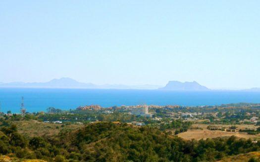 Schöne Baugrundstücke zum Verkauf in La Panera in Estepona mit Panoramablick