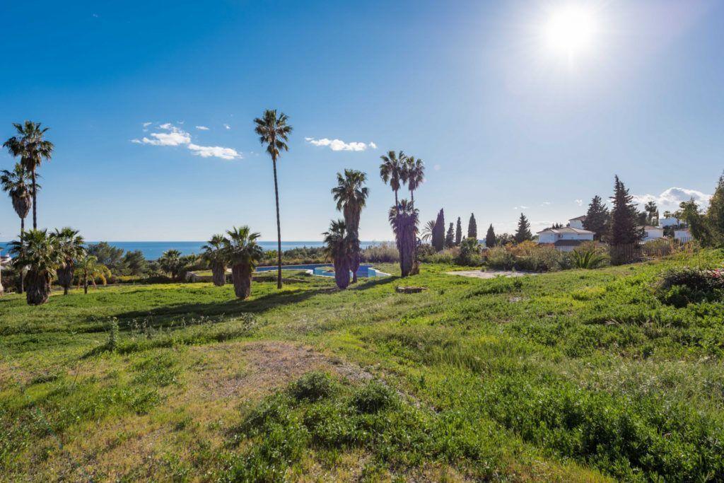 Erstklassiges Baugrundgrundstück zu verkaufen für 3 Luxusvillen in der Goldenen Meile in Marbella
