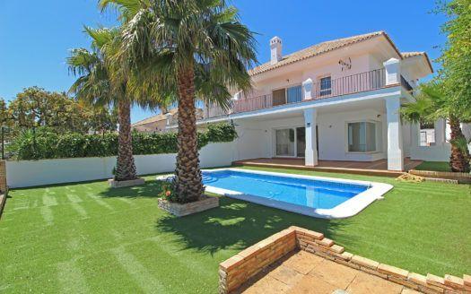 ARFV2095 - Doppelhaushälfte mit Panoramablick zum Verkauf in La Mairena in Ojen