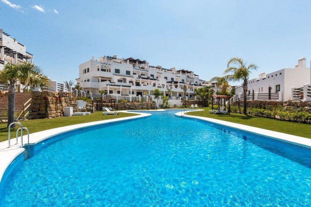 ARFA1248 - Neue Wohnungen zu verkaufen bei La Resina Golf in Estepona