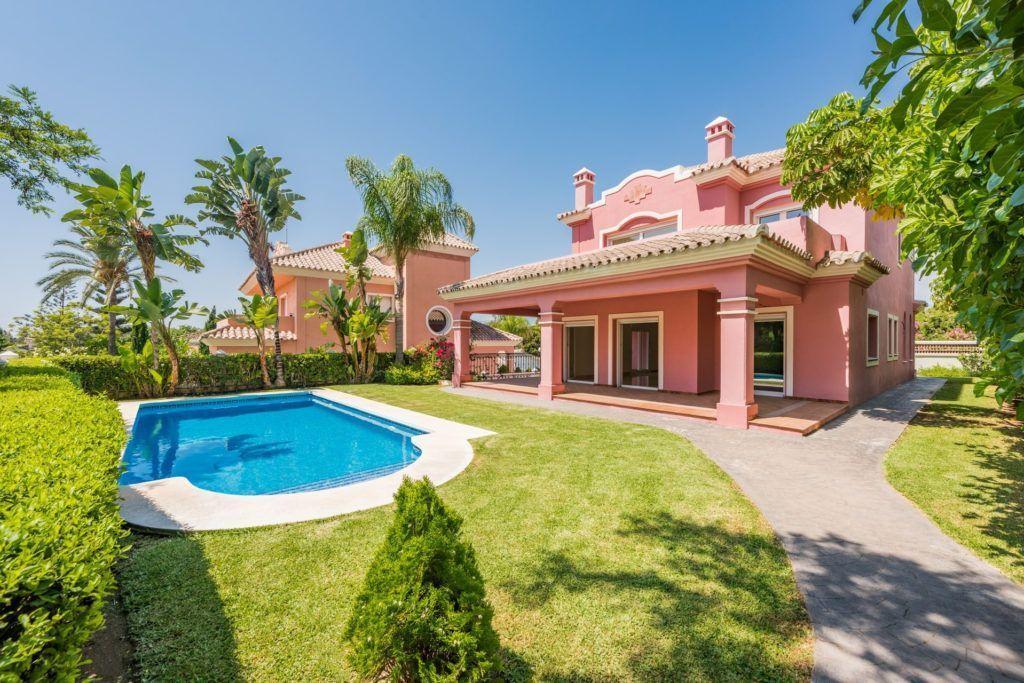 ARFV1847 - Neue Villa zum Verkauf in Guadalmina Alta in San Pedro de Alcantara