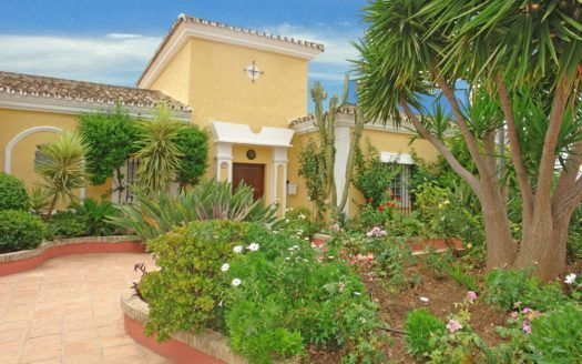 ARFV1433 - Schöne Villa zum Verkauf im Los Naranjos Hill Club in Nueva Andalucia mit Meerblick