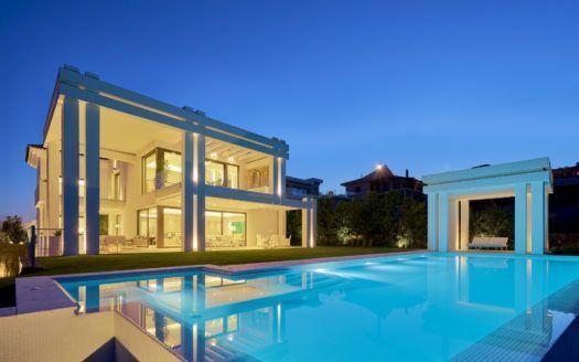 ARFV2092 - Traumhafte Residenz erste Linie Golf in Los Flamingos in Benahavis zu verkaufen.