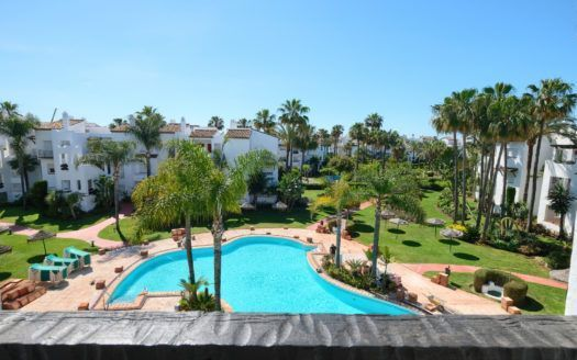 ARFA1335-293 - Renovierte Wohnung zu verkaufen auf der Strandseite in Costalita in Estepona