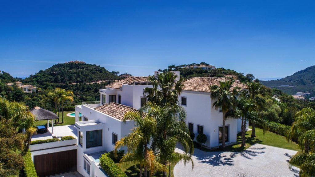 ARFV2038 - Zeitgenössische Villa zum Verkauf mit hervorragender Südorientierung in La Zagaleta in Benahavis