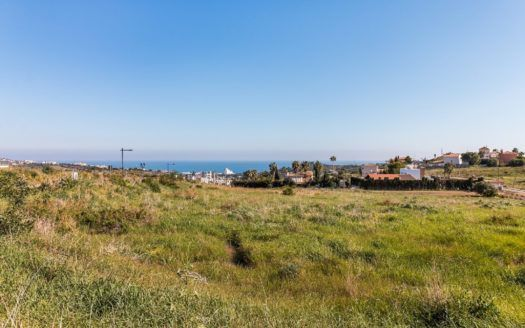 Bauen Sie Ihre Traumvilla im Valle Romano Golf in Estepona mit Panoramablick auf das Mittelmeer