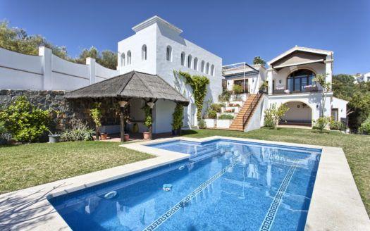 ARFV1531-251 - Rustikale Villa zum Verkauf in Monte Mayor in Benahavis mit Meerblick