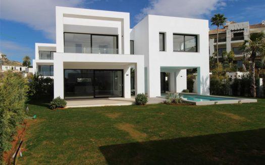 ARFV1624 - Moderne  Villa zu verkaufen in El Paraiso Alto in Benahavis