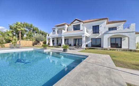 ARFV1160-365 - Herrliche moderne Villa zum Verkauf in Los Flamingos Golf Resort in Banahavis mit Panoramasicht