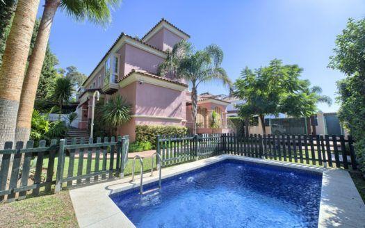 ARFV1740-555 - Exklusive Villa zum Verkauf in Lorea Playa in Puerto Banus