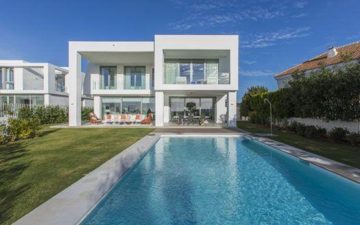 ARFV1698 - Massgeschneiderte Neubau Villa im Verkauf  in Santa Clara Golf in Marbella