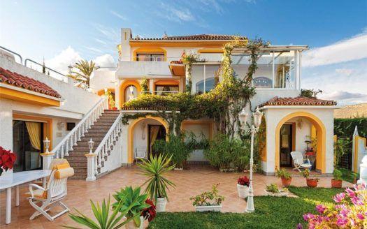 ARFV1656 - Familien Villa zu verkaufen in Nueva Andalucia