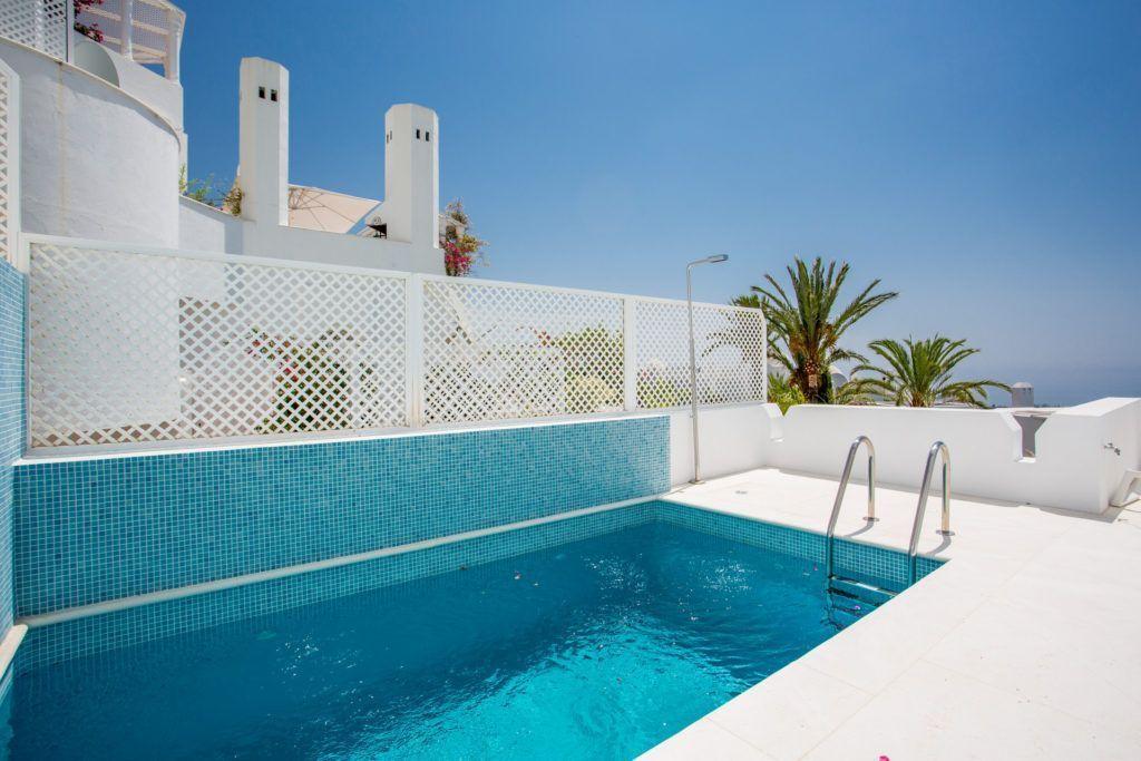 ARFA1364 - Wunderschöne Wohnung zu verkaufen im Marbella Hill Club an der Goldenen Meile in Marbella