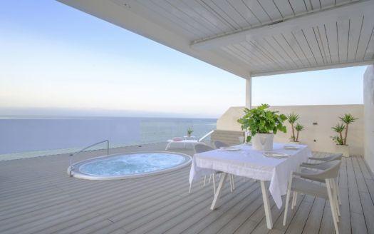ARFA1323 - Modernes Penthaus direkt am Strand von Estepona Stadt zu verkaufen