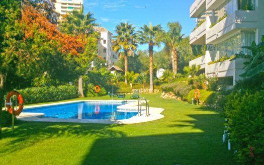 ARFA1336 - 2 Wohnungen zum Verkauf in Strandlage in Elviria in Marbella