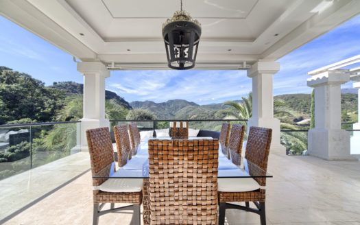 Moderne grosszügige Villa zu verkaufen in La Zagaleta in Benahavis