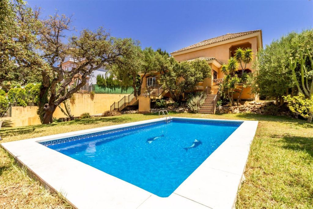 ARFV2118 - Traditionelle Villa im Verkauf in Elviria in Marbella