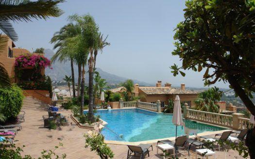 ARFA1376 - Penthaus mit unglaublichem Meerblick in Nueva Andalucia zu verkaufen