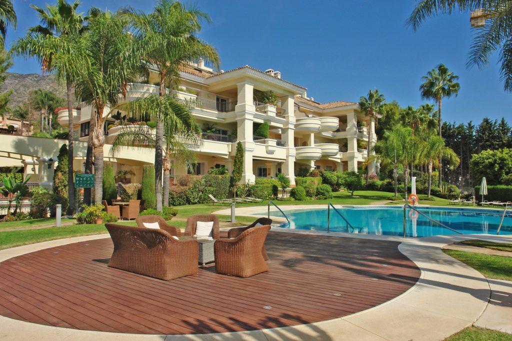 ARFA1294 - Elegantes Eck-Penthouse in exklusiver Luxusanlage in Altos Reales in Marbella zum Verkauf