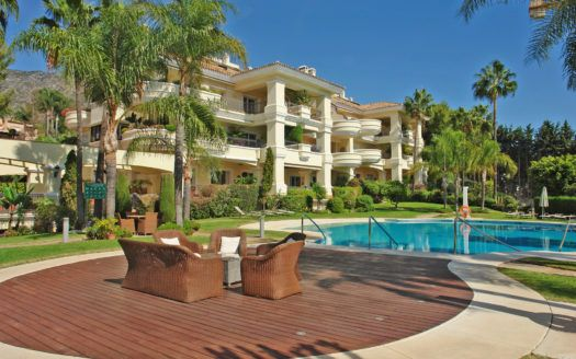 ARFA1294 - Elegantes Eck-Penthouse in Luxusanlage in Altos Reales in Marbella zum Verkauf