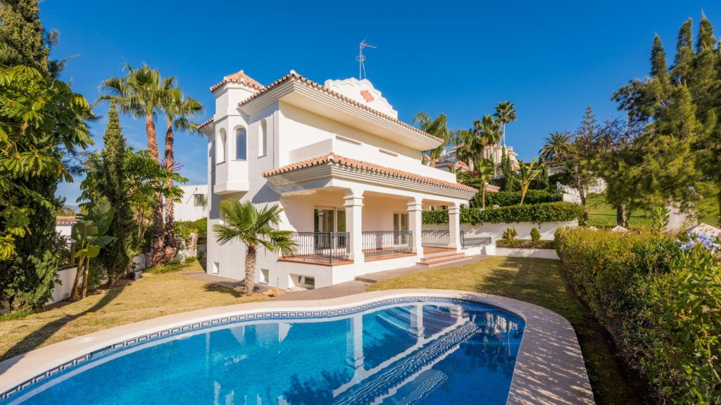 ARFV1736 - Charmante Villa zu verkaufen direkt am Golfplatz in Guadalmina Alta in San Pedro de Alcántara