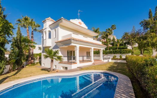 ARFV1736 - Herrliche Villa zu verkaufen in Guadalmina Alta in San Pedro de Alcántara