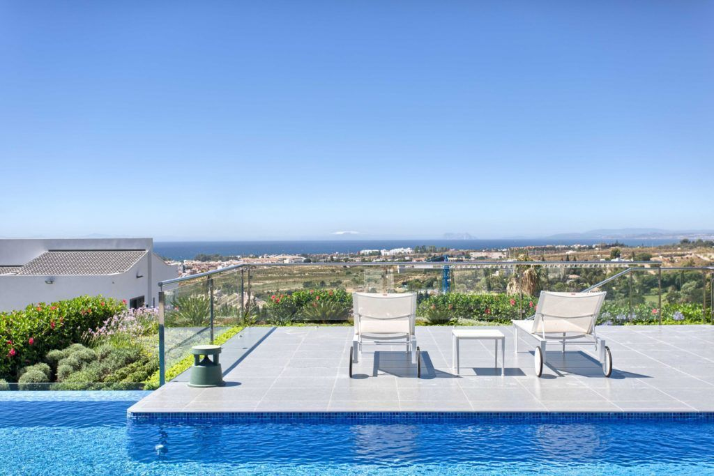 ARFV1838-134 - Zeitgenössische Villa zu verkaufen in Los Flamingos Golf Resort in Benahavis