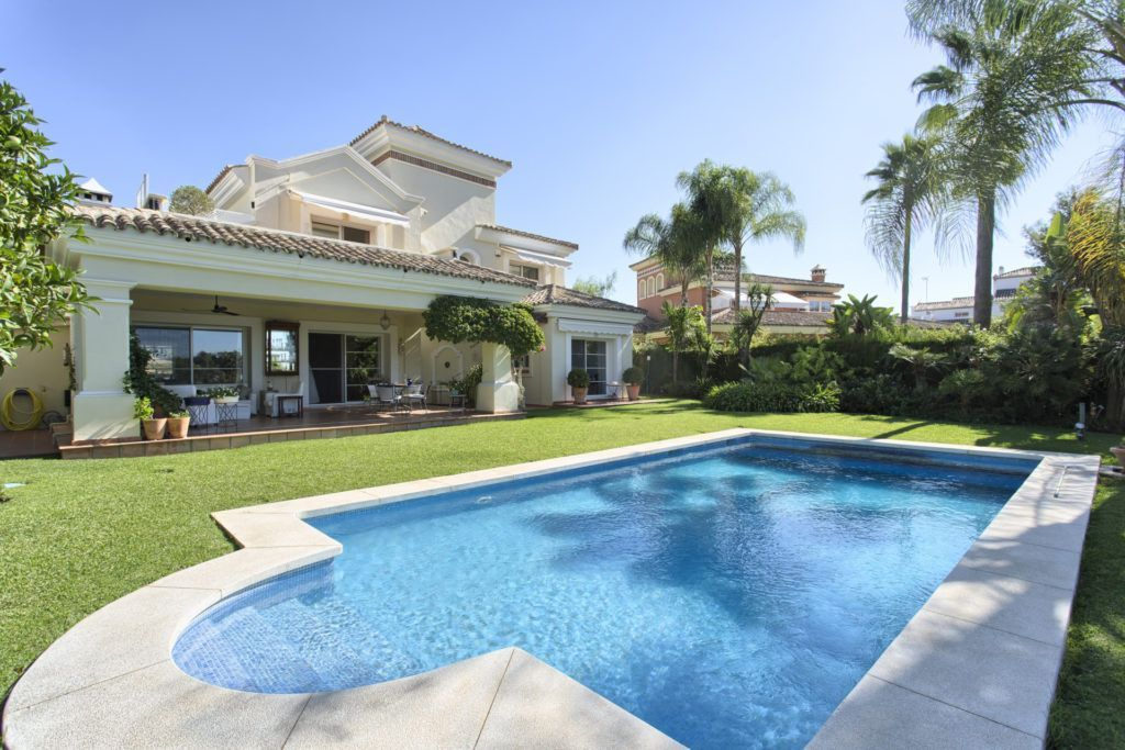 ARFV2129-304 - Elegante Villa direkt am Golfplatz von La Quinta bei Marbella zu verkaufen