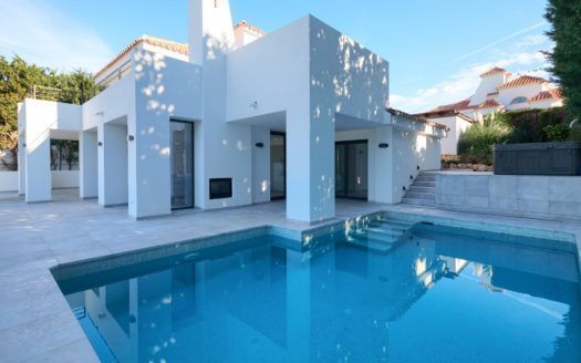 ARFV2127-327 - Komplett renovierte Villa zu verkaufen in Nueva Andalucia