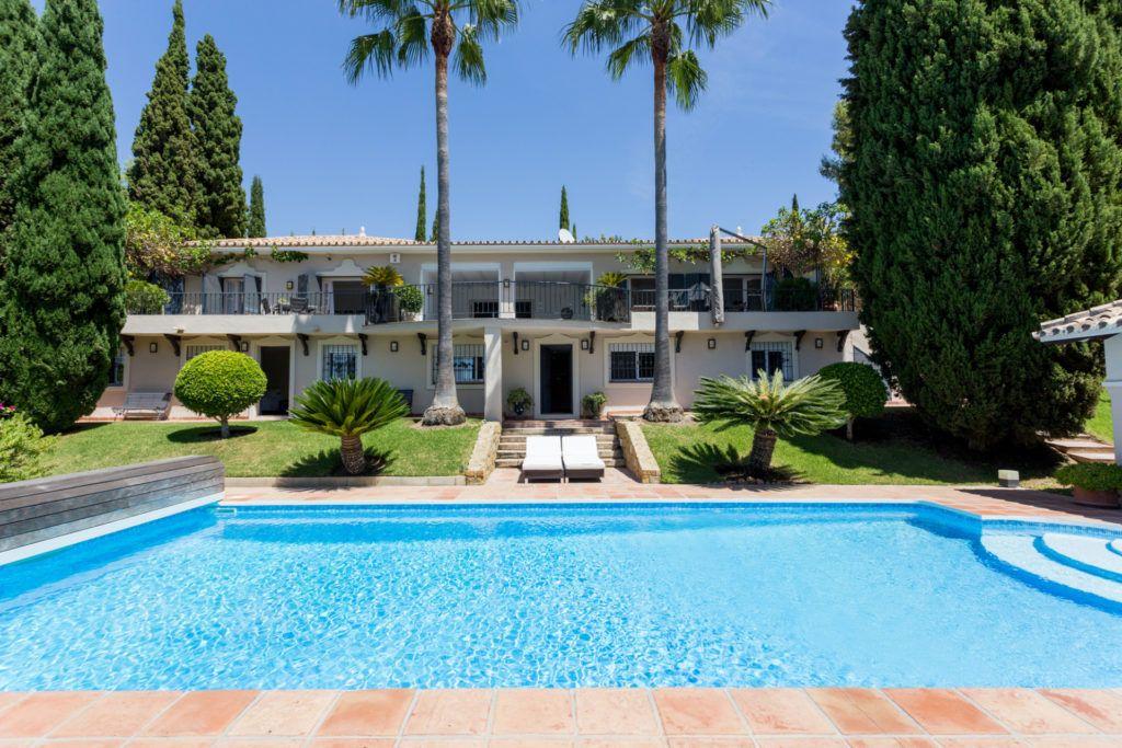 ARFV2128-305 - Teilrenovierte Villa mit rustikalem Charme in Benahavis zu verkaufen