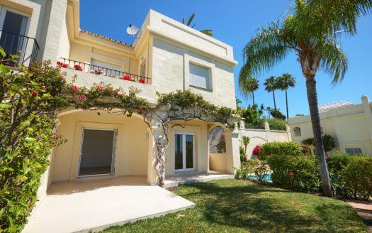 ARFTH163-291 - Renoviertes Stadthaus in La Quinta Hills bei Marbella zu verkaufen