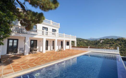 ARFV2135-283 - Villa mit Gästewohnung in El Madroñal in Benahavis zu verkaufen