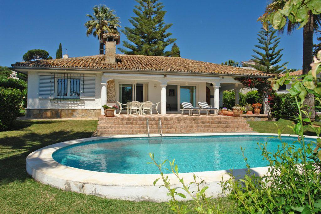 ARFV1817 - RESERVIERT! Andalusische Villa mit Meerblick zum Verkauf in Elviria in Marbella