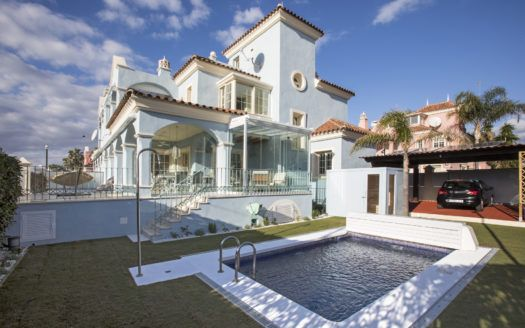 ARFV2124 - Exklusive Villa zum Verkauf in Lorea Playa in Puerto Banus
