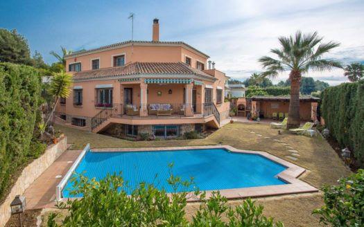 ARFV2154 - Andalusische Villa zum Verkauf in Atalaya Rio Verde in Nueva Andalucia